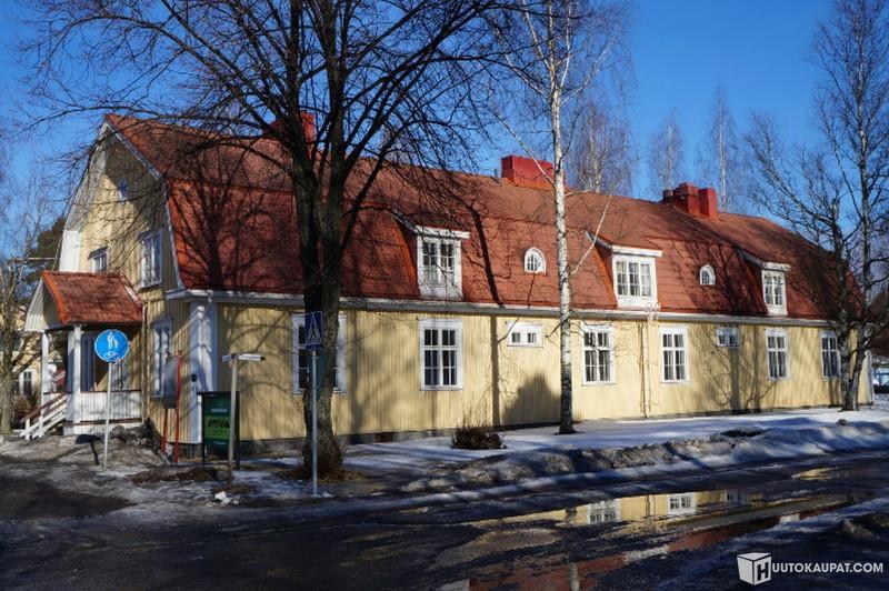 Huutokaupat.com - Asuin- ja tilausravintolakiinteistö Varkauden pääkirkon vieressä, Varkaus